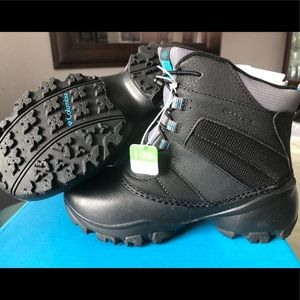 BNIB YOUTH SIZE 4 COLUMBIA BOOTS